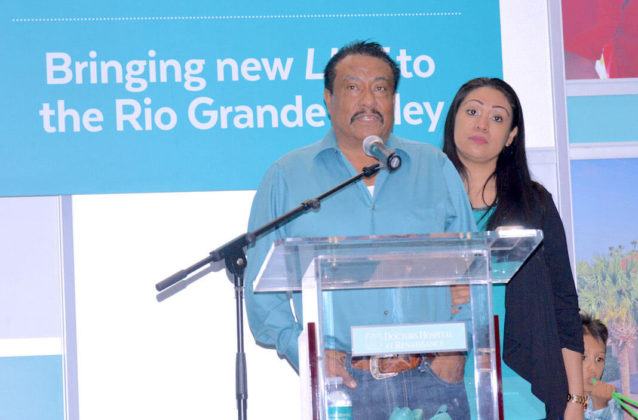 Gerardo Hernandez, kidney recipient, and his daughter, Janett Arambula, donor, as they thank physicians, hospital and all supporters. Photo by Roberto Hugo Gonzalez.