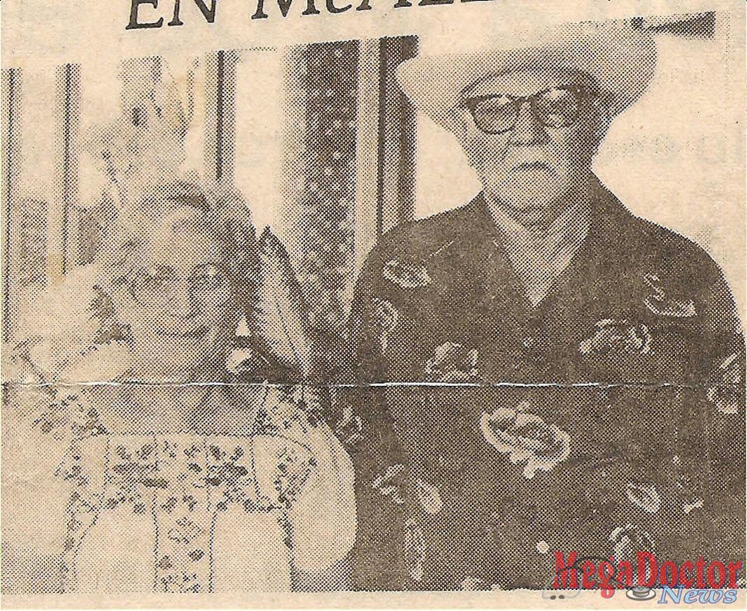 La señora María de Jesús Ozuna, la primera paciente de cirugía de corazón, cuando el doctor Filiberto Rodríguez inició su programa de cirugía cardiotorácico en McAllen 1983. Le acompaña su esposo el señor Porfirio Ozuna. Foto 1983.