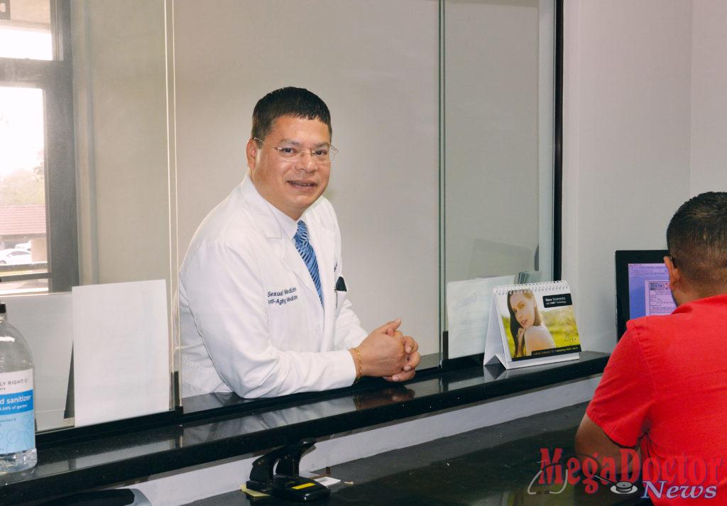 Dr. Humberto Núñez, FECSM. Photo by Roberto Hugo Gonzalez, Mega Doctor News